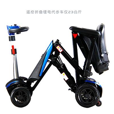 老人使用轻便折叠电动轮椅时常见的错误操作