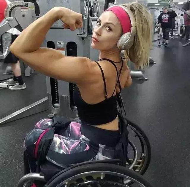 轮椅健身美女