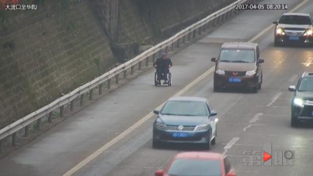 驾驶电动轮椅交通规则不容蔑视