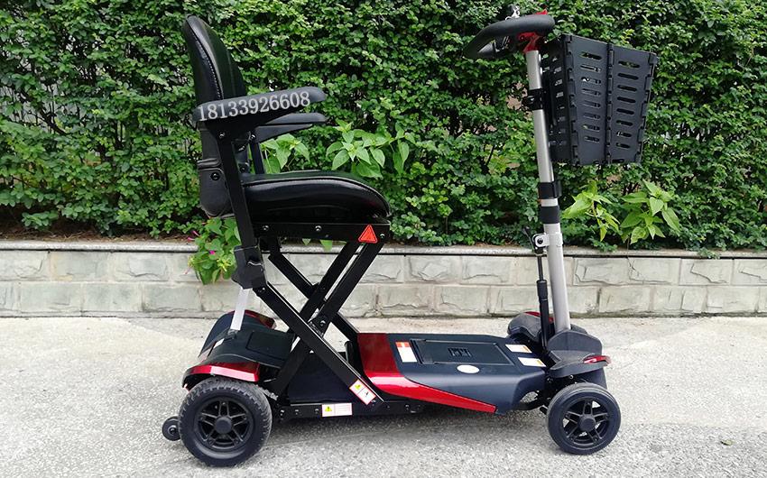 电动轮椅老年电动代步车如何充电