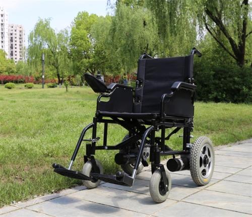 选购电动轮椅时轮椅尺寸不容忽视