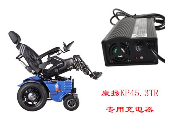 电动轮椅充电,电动轮椅充电时充电器指示灯为什么不变绿