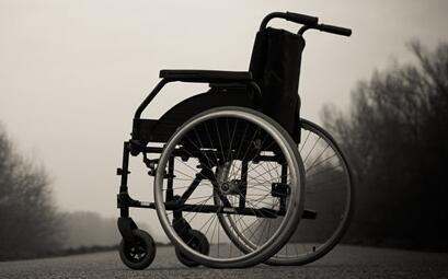 脊髓损伤病人如何正确使用轮椅