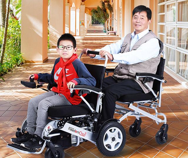 电动轮椅上下坡安全吗?驾驶上下坡的操作技巧及注意事项