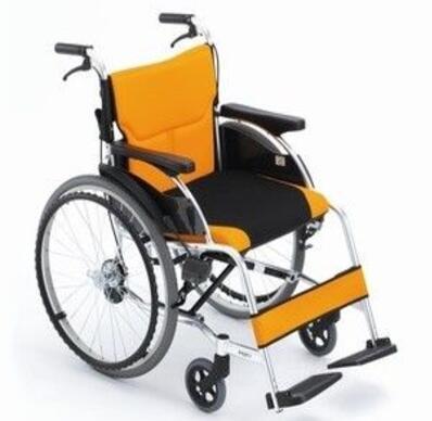购买普通轮椅选大轮轮椅还是小轮轮椅呢