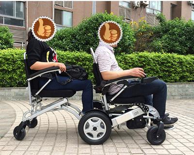 这才是真正安全的双人电动轮椅车