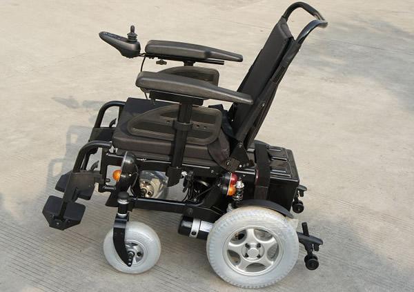 电动轮椅驾驶前及驾驶中注意事项