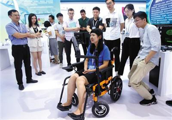 """可""""意念""""控制的电动轮椅"""