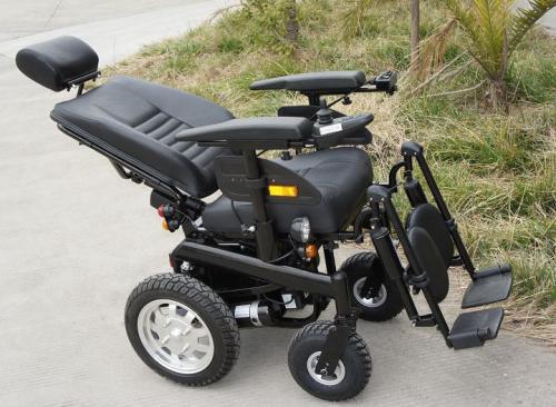 论轮椅的实心胎和充气胎哪种耐用?