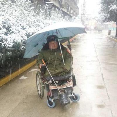 """心存正念,方得始终——记""""轮椅保安""""黄建正"""