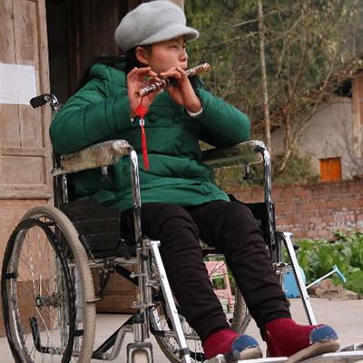 """生命的意义不在乎如何行走——""""轮椅女孩""""刘秀娟"""