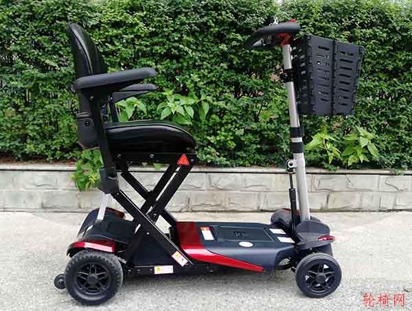 电动轮椅、电动代步车是老人安全出行最理想的代步工具