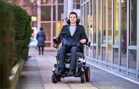 源自法国的黑科技爬楼电动轮椅(视频)