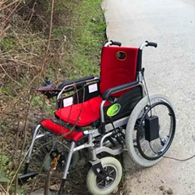 驾驶电动轮椅熟悉操作要领后才可上道行驶