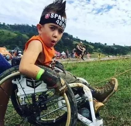 6岁轮椅小子获奖无数