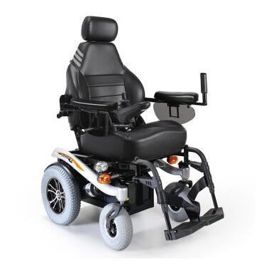老人开电动轮椅上手扶电梯发生悲剧