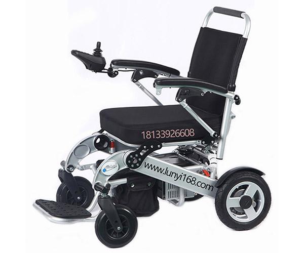 电动轮椅和电动代步车哪个更适合老人