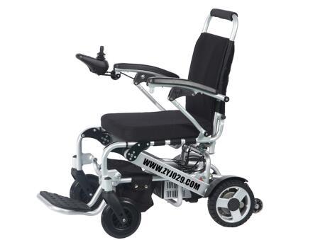 老人如何正确使用电动轮椅及使用注意事项