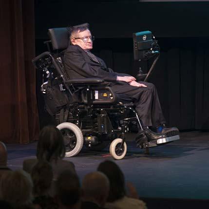 电动轮椅上的科学巨人霍金去世