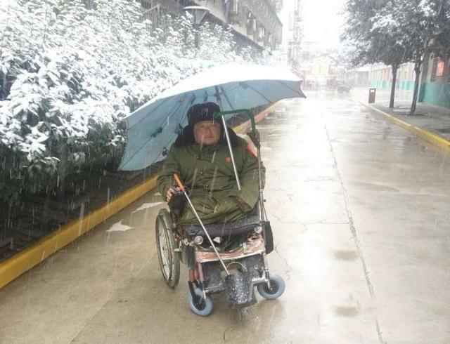 """""""轮椅保安""""黄建正"""